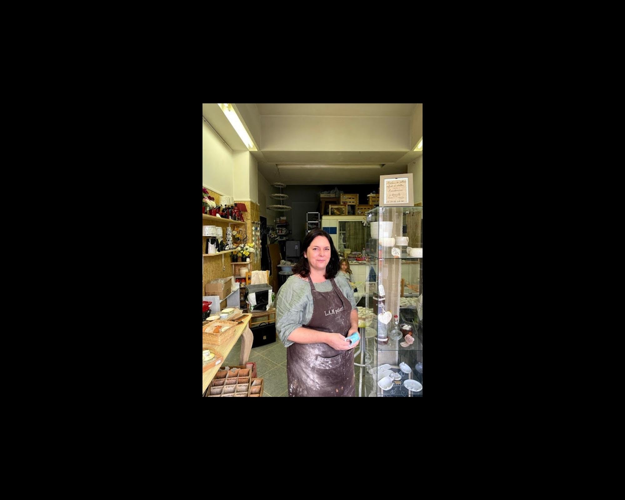 Magali dans son atelier-boutique à Nice